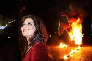 Foto extraída de Facebook. Ana López Segovia durante el pregón de la Diosa Momá en 2015