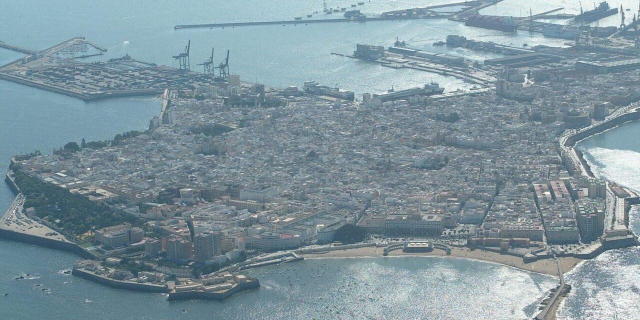 Ganar Cádiz en Común considera que el PSOE no defiende un turismo sostenible ni busca soluciones para las familias gaditanas